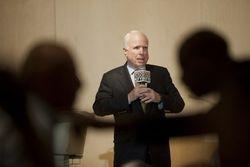 Санкции, которые Европа вводит против России, не более чем шутка – Маккейн