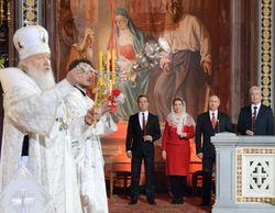 На Пасху в храме Христа Спасителя у Патриарха Кирилла погасли свечи