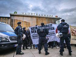 В Кельне ранены трое полицейских, протестующих разогнали
