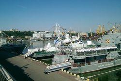 Президент Украины поздравил моряков с Днем ВМС