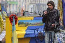 Певица Руслана пообещала проблемы Турчинову и Яценюку