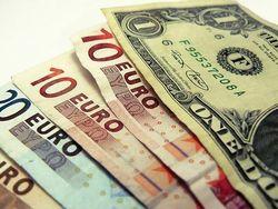 Курс евро повышается на Forex к доллару