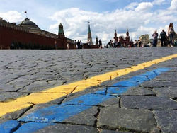 Флаг Украины появился на Красной площади Москвы