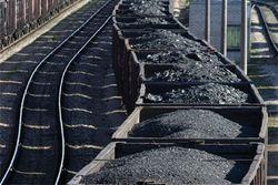 Узбекистан: Холод заставляет людей воровать уголь из вагонов