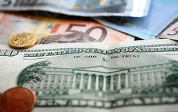 Курс евро на Forex понизился к доллару