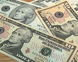Курс доллара на Forex снижается перед американской сессией понедельника