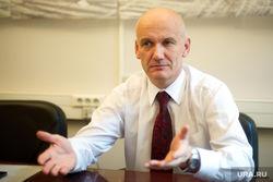 Экономика РФ не плавно сползает в пропасть, а валится – Николаев
