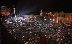 Участники Евромайдана призывают сторонников ПР переходить на их сторону