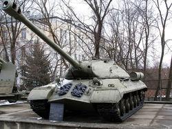 """Террористы в Константиновке пытались """"завести"""" памятник танку"""