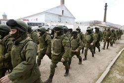 """Вооруженные """"аксеновцы"""" разворовывают топливо из захваченной базы"""