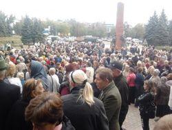 Митинг народа в Антраците: зарплат и пенсий нет, как жить в ЛНР?