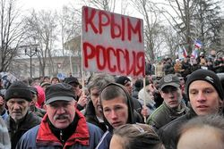 В Севастополе самооборона Крыма, прикрывшись женщинами, ворвались в штаб ВМС Украины