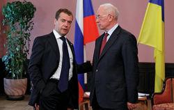 Азаров заявил о приверженности Киева евроинтеграции, Медведев – о санкциях