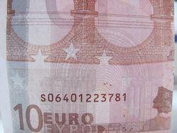 Курс доллара США к евро на Форекс остается в понижательном тренде после заседания ЕЦБ