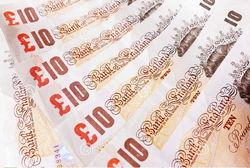 Эксперты назвали критерии заработка на курсе фунта против доллара США