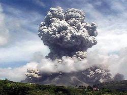 Астрономы представили видео вулканического извержения с орбиты Земли