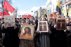 Что праздновать россиянам – Пасху или Первомай?