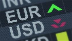 Каким будет курс доллара и евро в середине