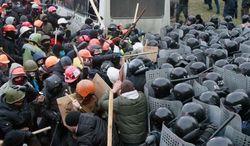 В Мариинском парке драка между сторонниками Майдана и ПР