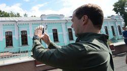 Доступ к аккаунтам премьера Медведева хакеры получили через его айфон