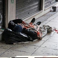 В Италии штрафуют тех, кто подкармливает бомжей