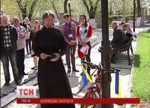 В Херсонской области русские и священники УПЦ МП вывешивают флаг Украины
