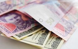 Курс гривны к доллару на Форексе продолжает валиться и бить все рекорды