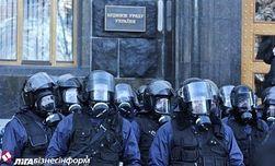 Евромайдан: в мэрии Киева выбиты стекла и двери