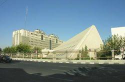 Боевики ИГ атаковали парламент Ирана и мавзолей Хомейни