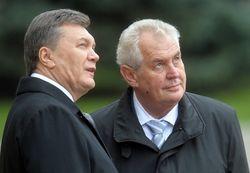 Президент Чехии Земан приглашает Януковича подписать СА в Праге