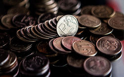 В Goldman Sachs считают справедливым курс ниже 60 рублей за доллар
