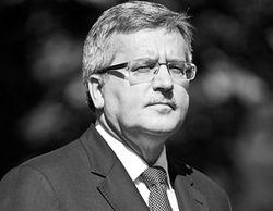 Коморовский извинился перед Россией, а посольство Польши забросали файерами