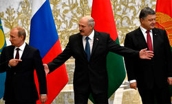 Лукашенко лавирует между Путиным и Порошенко
