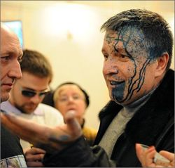 Депутата Авакова облили зеленкой в аэропорту Харькова