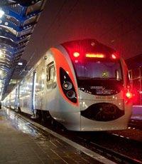 Скоростной поезд Hyundai стал насмерть сбивать людей уже в Киеве