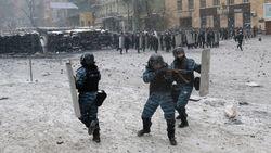 В убитых в Киеве демонстрантов стреляли с близкого расстояния – МВД