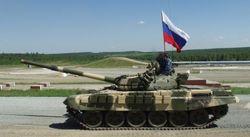 В Луганск пробрались танки с флагами России