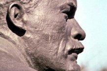 Жители Краматорска решили снести памятник Ленину без официальных решений