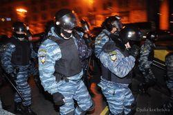 """Украина: в ходе столкновений у райсуда ранено 20 """"беркутовцев"""", 2 человека госпитализированы"""