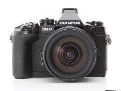 Olympus представила новую камеру, объектив и телеконвертер