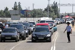 На Керченской переправе возмущенные водители перевернули авто с депутатом ГД