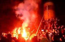 В Днепропетровске радикалы снесли памятник Ленину