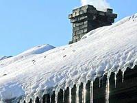 Из-за мощного снегопада в Москве и области проваливаются крыши