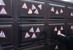 Яценюк рассказал, кто обклеил ворота Захарченко оскорбительными стикерами