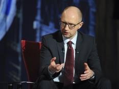 Яценюк продолжит работать до выборов и говорит о коалиции с Порошенко