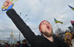 Митингующие в Киеве задерживают провокаторов – милиционеров и наемников