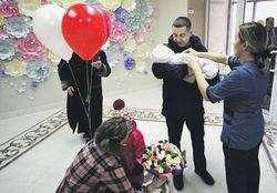 Падение реальных доходов россиян потянуло вниз рождаемость