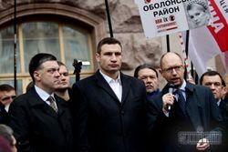 Оппозиция и милиция снова сошлись у стен Киевсовета