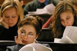 В Украине учащимся выдадут универсальные платежные карты