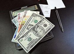 Курс евро укрепляется к доллару на Forex в начале дня